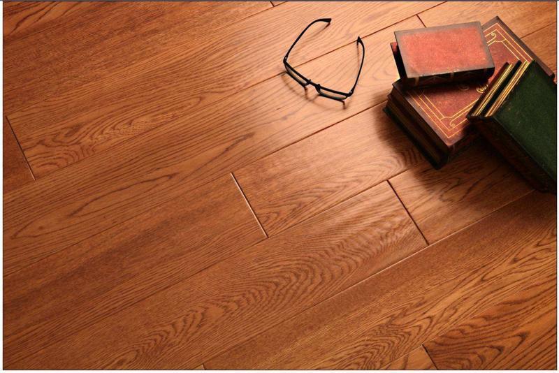 橡木地板翻新修复时怎么清洁地板
