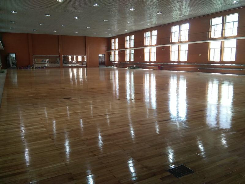 舞台地板翻新