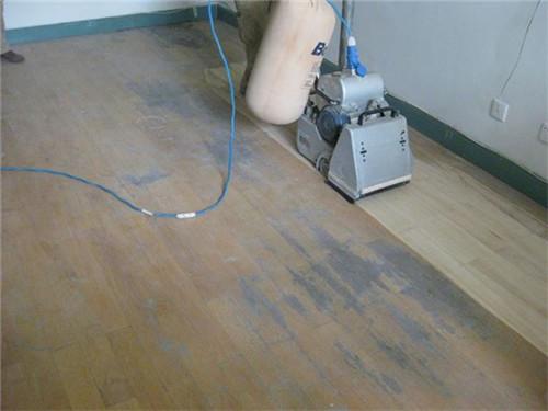 橡木地板翻新