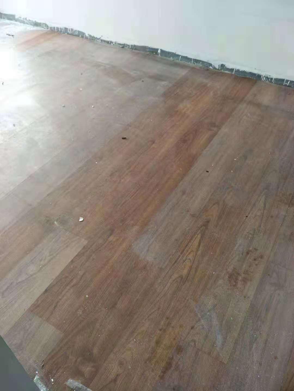 旧地板毫无光泽