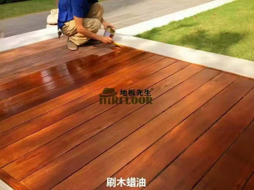 户外地板刷木蜡油