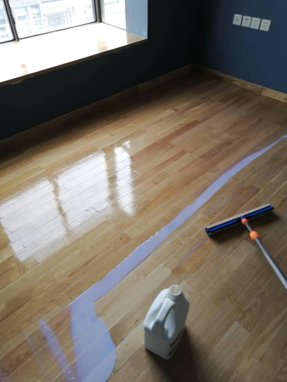 橡木地板上漆